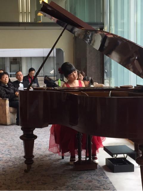MUSICA VITA音楽教室 特待生の平嶋麻依 ピアノ演奏画像 2017-11-26  場所 カフェドラペ