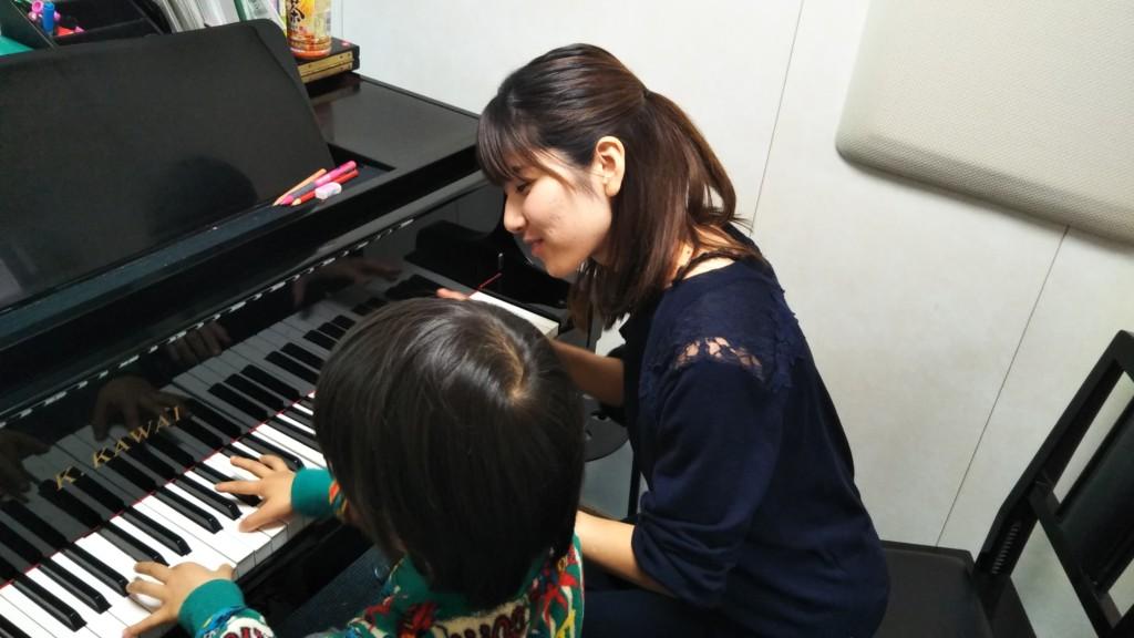 講師紹介 ピアノの筌場先生です